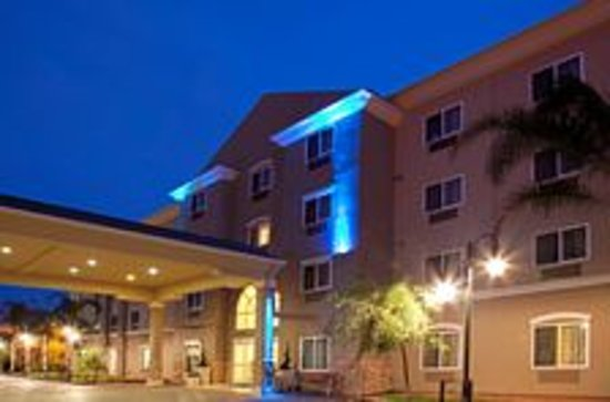 Holiday Inn Express Hotel & Suites Los Angeles Airport Hawthorne: Main Entrance to Holiday Inn Express LAX Hawthorne