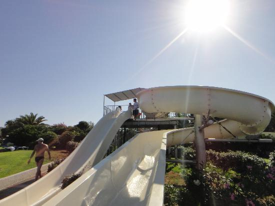 Grecotel Lakopetra Beach: Water slides, the children are in love with these.