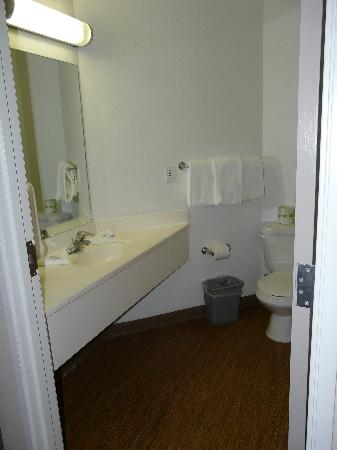 Motel 6 Traverse City: Bathroom