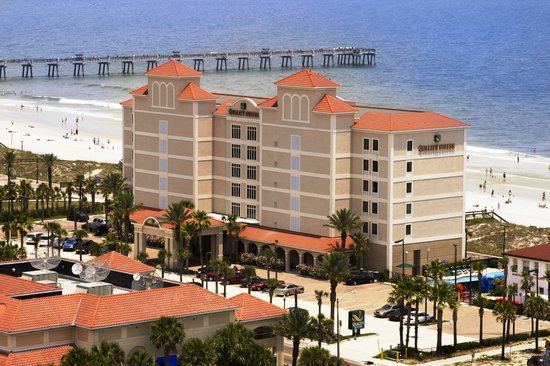 Quality Suites Oceanfront: Aerial View of Hotel and Beach