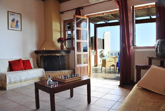Stefanos Village Hotel: Living Room in a one bedroom Apartment