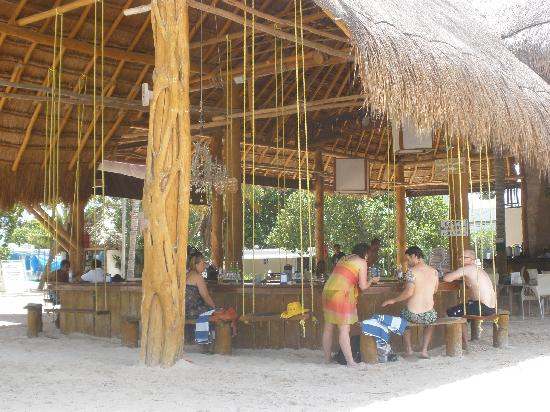 Buho 39 s beach bar picture of cabanas maria del mar isla for Hoteles con cabanas dentro del mar