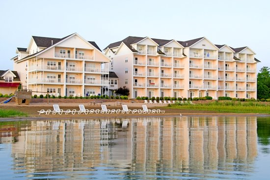 Cherry Tree Inn &amp; Suites from the Water