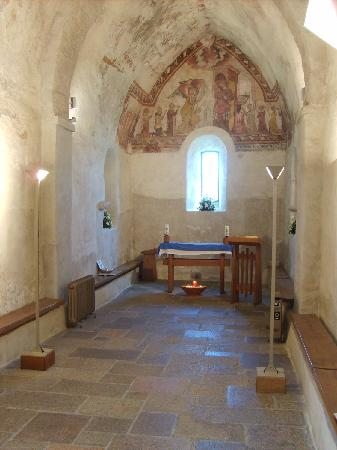 Saint-Brélade, UK: The Fisherman's Chapel next to the church