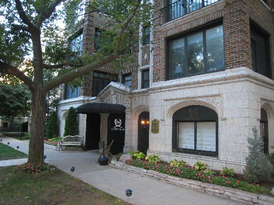 A charming historic and generally well maintained hotel for Majestic hotel chicago