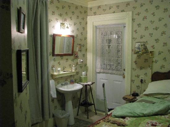 The Looking Glass Bed and Breakfast: Cherry Blossom Room