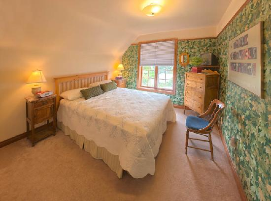 Cedar Gables Bed and Breakfast: Bruce Trail Room