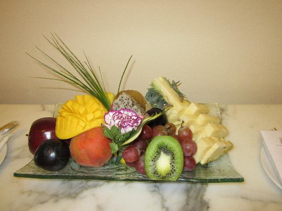 The Ritz-Carlton, Cancun: Fruit plate in our room