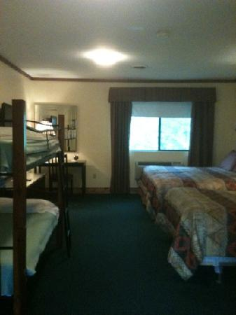 Pinegrove Ranch & Family Resort: remodeled Dakota room