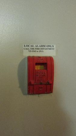 Maquinna Lodge: Fire alarm -- not connected!