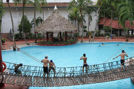 Garden City Melaka Service Apartments: Fun on the Bridge