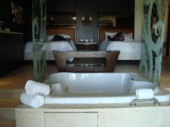 habitaciones con jacuzzi picture of hard rock hotel
