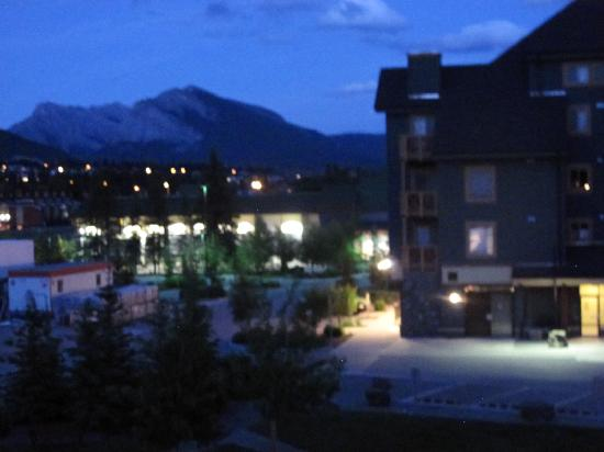 Canmore Crossing: Fairly quiet location, close to groceries