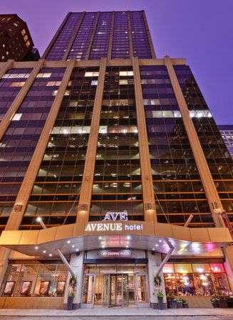 Crowne Plaza Chicago Magnificent Mile: Exterior of the Avenue Crowne Plaza Chicago Mag Mile