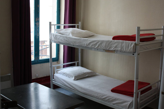Young &amp; Happy Hostel: TWIN ROOM