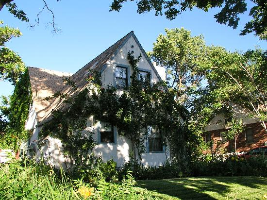 The Garden Cottage Bed and Breakfast: It really IS a garden cottage