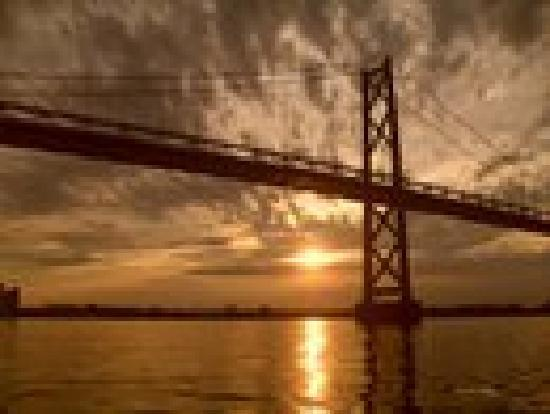 Off the Hook Bed and Breakfast: Sunset on the St. Lawrence
