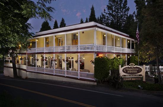 The Groveland Hotel: Groveland Hotel at Dusk