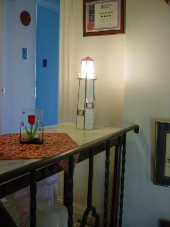 Suncatcher Bed & Breakfast: Lighthouse lamp in hall