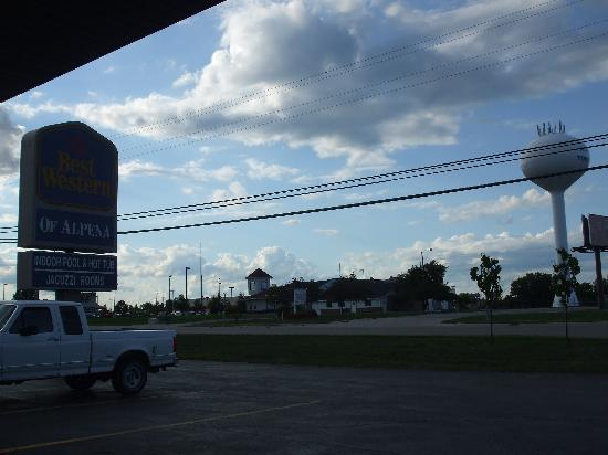 Alpena, MI: bank, gas and food nearby