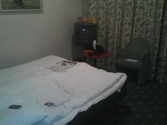 Alexandra Hotel: Double bed, okay.