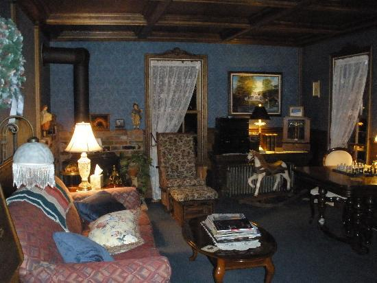 Inn at Water's Edge : The relaxing reading room