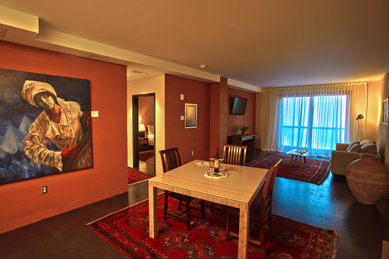Inn at The Black Olive: 800-100SF suites with separate living room