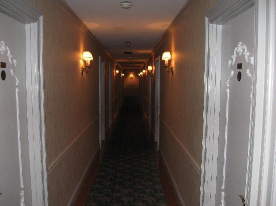 Prince Conti Hotel: Hallway