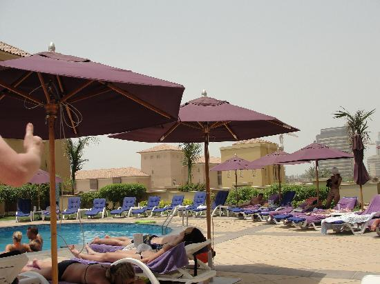 Moevenpick Hotel Jumeirah Beach: Swimming pool area
