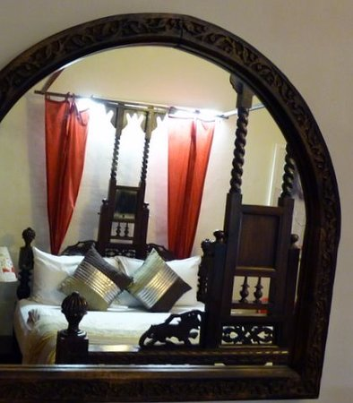 Cinnamon Stays: Wooden mirror on the Grand Room wall