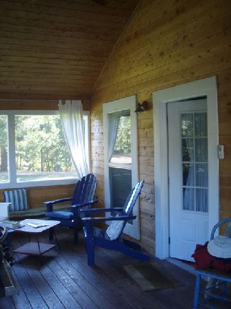 Coho Cottages: We spent a lot of time on the deck