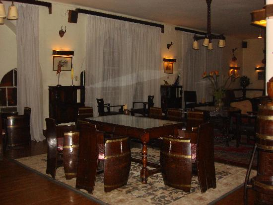 Windsor Hotel Cairo: Barrel Bar in Windsor