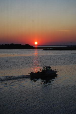 Apalachicola River Inn: Apalachicola sunrise from verandah