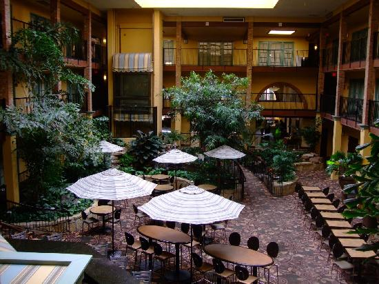 Embassy Suites Lubbock: Indoor Atrium Lobby Entrance & Bar