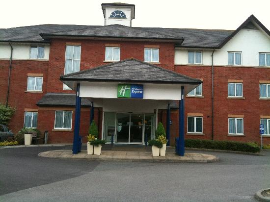 Hotels Near Gatwick North With Parking