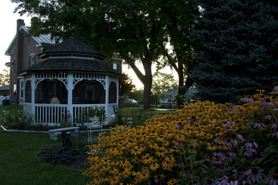 Cloran Mansion Bed & Breakfast: Beautiful Grounds