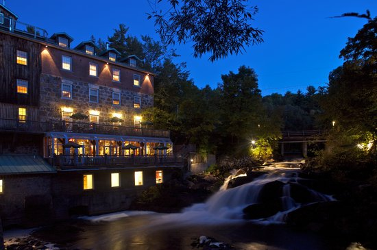 Moulin Wakefield Mill Hotel & Spa: The Mill at night