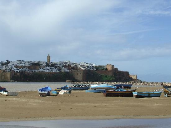 Rabat, Fas: A view of the Bou Re Reg and the Kasbah from the boardwalk
