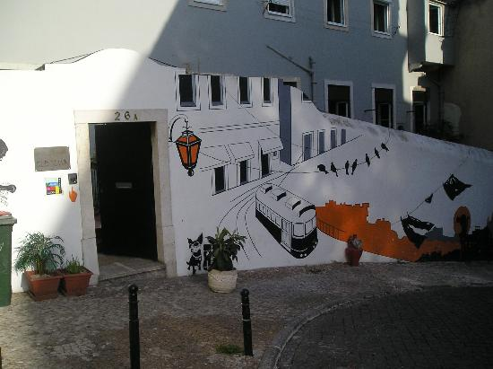 Cucina picture of lisbon old town hostel lisbon for Ostello santa monica