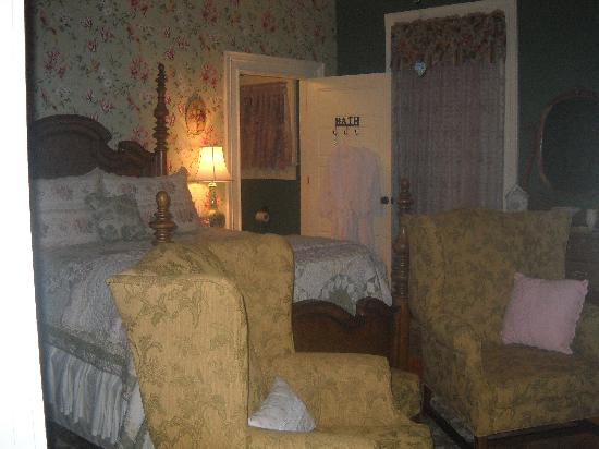 Magnolia Inn Bed and Breakfast: The Garden Suite