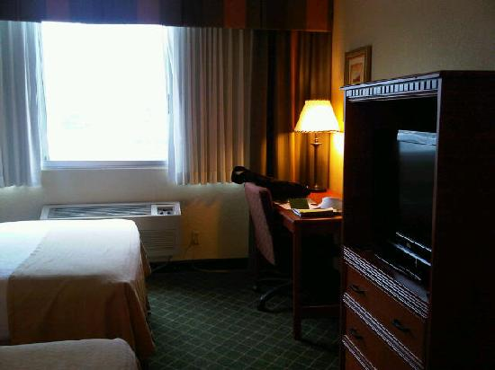 Rocky Mountain Park Inn: Flat screen TV with cable