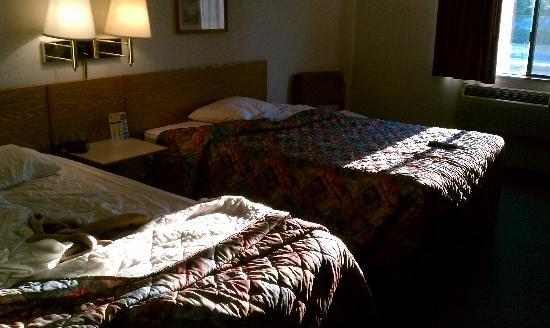 Super 8 Motel Salem: Two Queen Beds