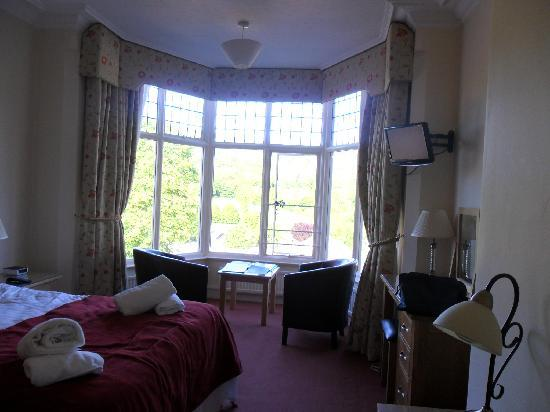 Sir William Hotel: Bay window of our room