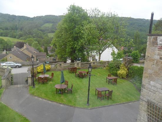 Sir William Hotel: View of beer garden