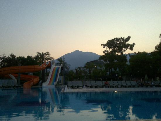 Camyuva, Turkey: Swimming pool at sunset(great view)