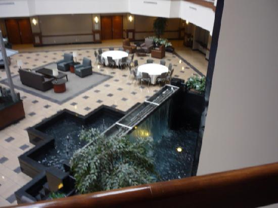 Embassy Suites by Hilton Dulles - North/Loudoun: Elevator and lobby