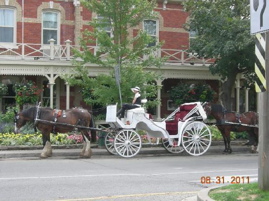 Two Bees Bed & Breakfast: Downtown Niagara on the Lake