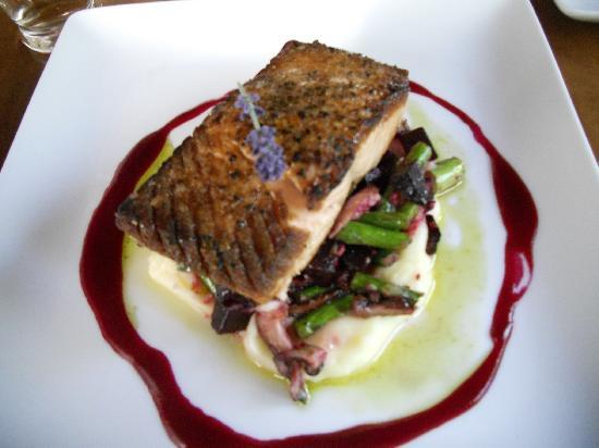West Dover Inn: Salmon Dinner