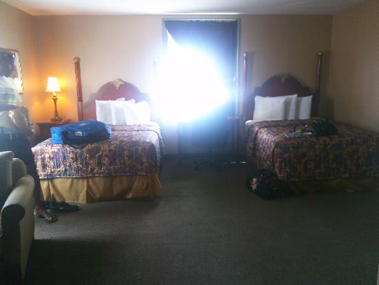 The Governor Dinwiddie Hotel & Suites: inside the room