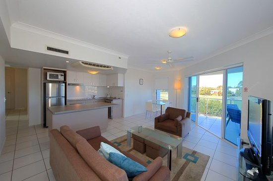 Koola Beach Apartments Bargara: Living area